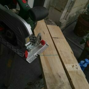 Aligning the saw with the cut lines